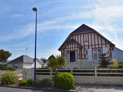 Photo for Characteristic holiday home with enclosed front garden and bbq, beach 50 m away
