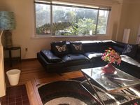 Nice clean place close to Butchert Gardens and downtown Victoria and the wharf area.