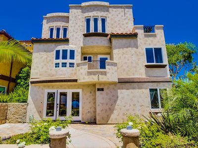 Photo for HIGH-END* Beach Home W/ Spacious Living Area & Bedrooms. 3 Car Garage!