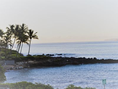 Photo for Amazing Ocean & Mtn View. Walk to beaches, dining & shopping. WiFi & Parking.