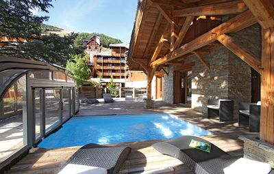 Photo for Super Endroit + Piscine Privée ! Beau Chalet équipé 14p