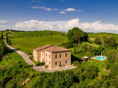 Photo for Luxury Tuscan villa with 4 en-suite bedrooms and private pool