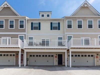 Photo for Bayview townhouse w/shared pool, minutes from downtown Ocean City