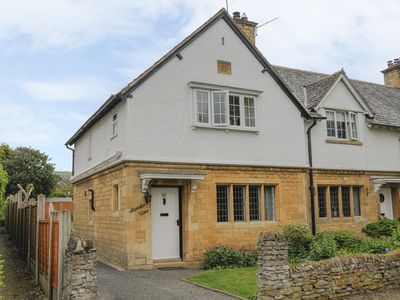 Photo for BREDON VIEW, family friendly, with open fire in Broadway, Ref 917443