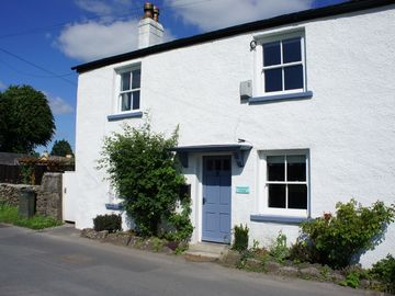 Stunning Luxury Cottage, in one of the best locations in the village, sleeps 6
