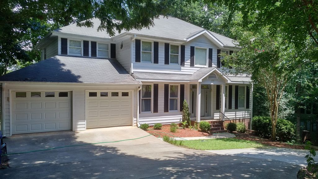 3 Bd/2.5 Bath House Near Downtown For UGA Games. Bar & Game Room.
