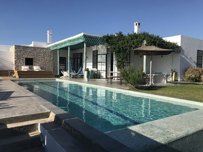 Photo for Charming villa with pool and clear view of the nature