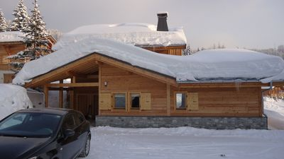 Photo for Luxury 2 bed apartment with spectacular views over the valley, close to pistes