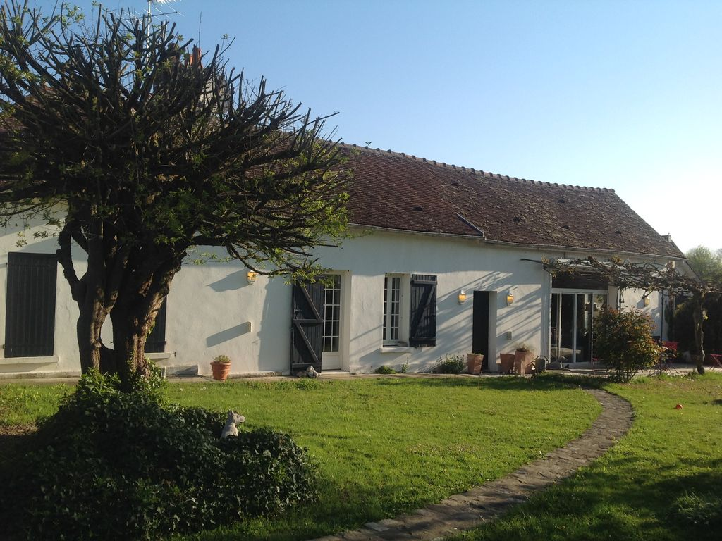 Hotels Near Troyes