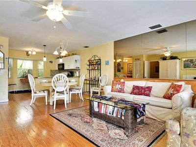 Duval Breeze offers walking distance to historic sites, restaurants, nightlife and the beach.