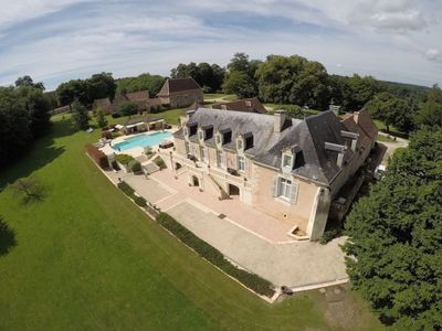 Photo for Magnificent luxury villa, large swimming pool with outdoor kitchen, 10 km from Bergerac