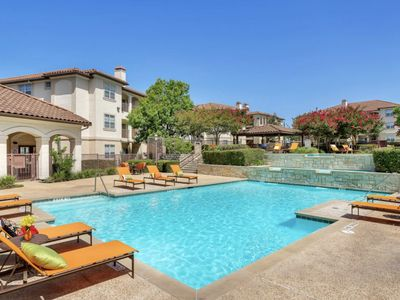 """Photo for Upscale Luxurious Apartment - Walking distance from """"The Shops At La Cantera"""""""