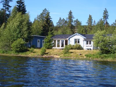 Photo for Large holiday home right on the lake Mulserydsjön with sauna