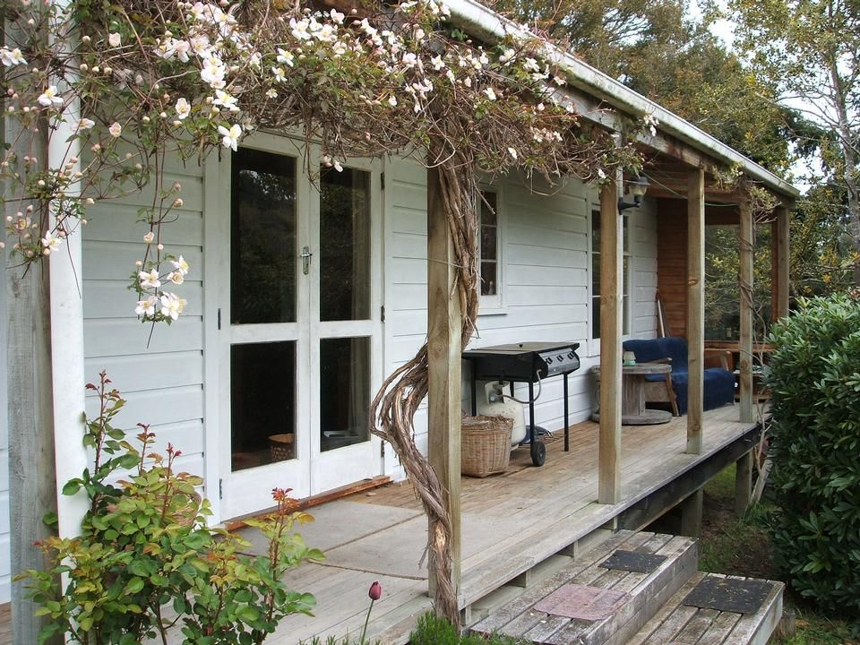 tree cottage charming secluded 20 mins from town. Black Bedroom Furniture Sets. Home Design Ideas
