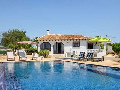 Photo for Tremendous villa, ideal for beach-going families w/ large pool and terrace