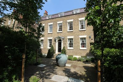 Entire stunning 1740s townhouse - front elevation