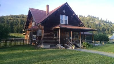 Ranch House is less than 1 hour from Glacier park