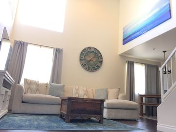 Special-Apr 20-May 21 BEACH and Promenade!Huge Space w/loft, & Private Roof Deck