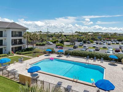 Beautifully Decorated Condo Located In The Heart Of Seagrove Beach