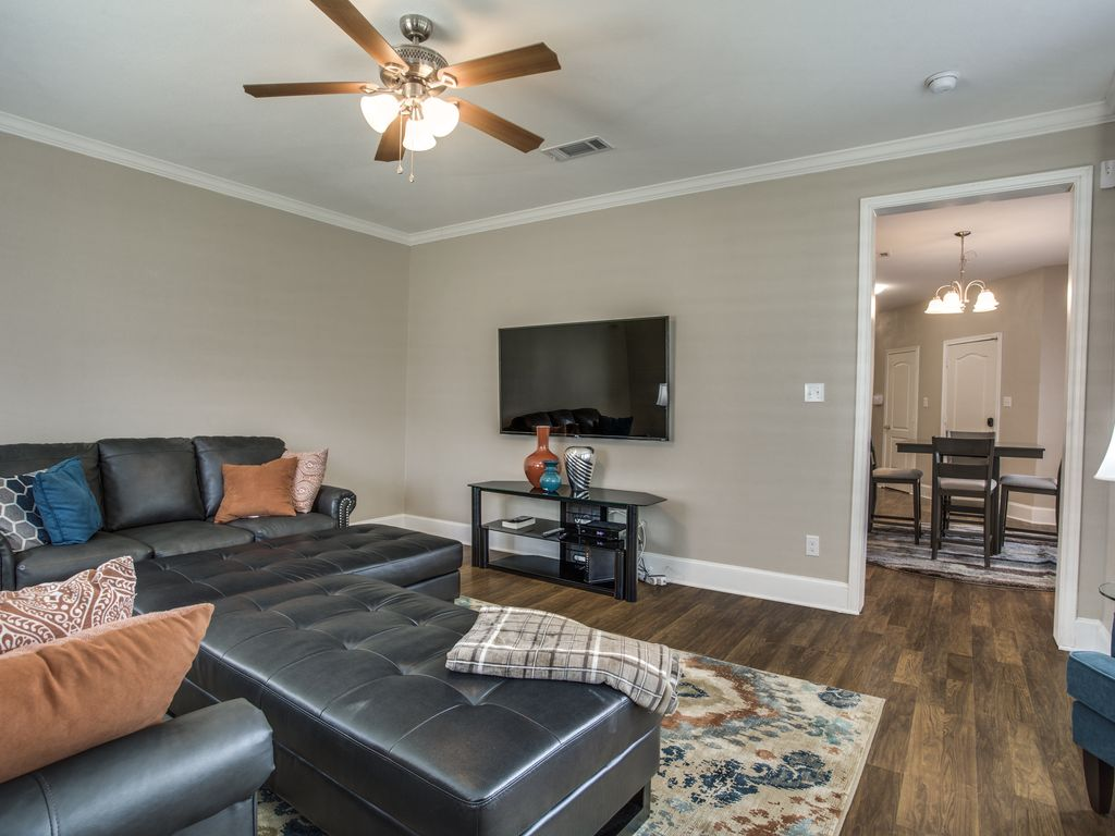 New 3 Bedrooms, 2.5 Bathroom Home In The Heart Of Downtown Dallas.