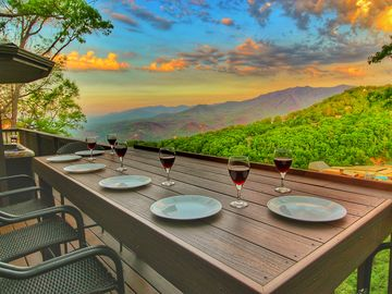 WOW! Mt LeConte & Ober VIEWS! LUXURY 2/2 Cabin, 3 Fireplaces, 3.4 mi to Downtown