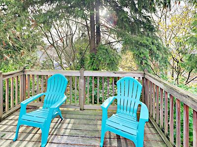 Deck - The peaceful deck is surrounded by lush greenery.