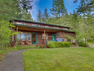 Photo for Secluded mountain lodge with beautiful Columbia River Gorge views!