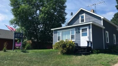 Perfect for groups! Sleeps 10+, on bike trail & steps from lake access