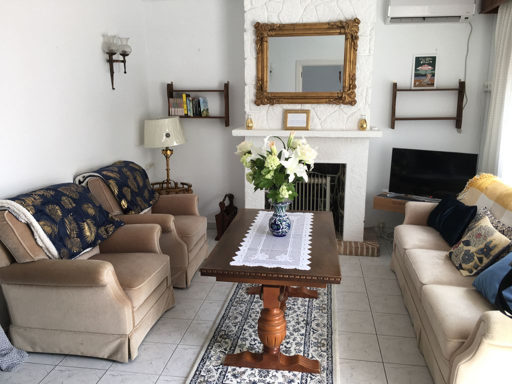 Charming 3 bed house in centre of la cala homeaway la cala living room geotapseo Images