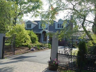 Photo for Stately Gated Home Near Beaches/Newport w/ Massive open Living/Gourmet Kitchenn