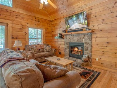 Photo for A Mountain Paradise, 2 Bedrooms, Sleeps 6, Pool Access, Hot Tub, Pool Table