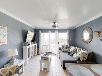 Photo for Modern condo across from the seawall with shared pools, hot tubs & a gym!