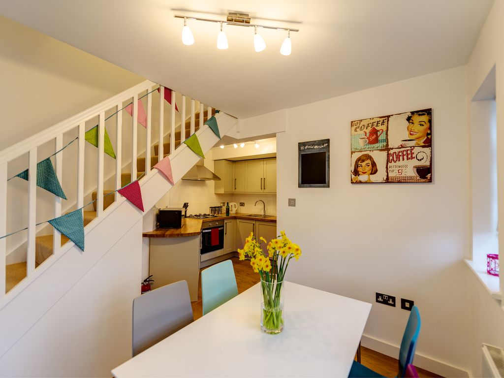 Rye apartment rental - Garden Flat - Bright and modern dining area