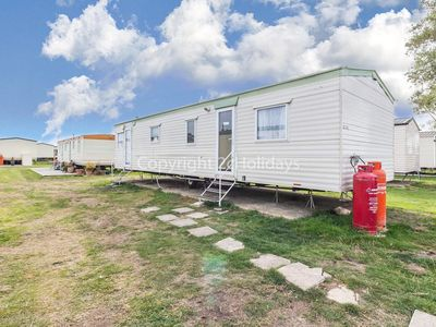 Photo for 4 bed, 10 berth mobile home to hire at St Osyth's Beach park in Essex ref 28145