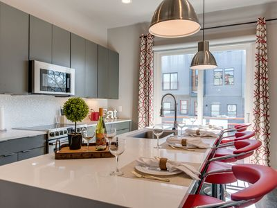 Lavish Downtown/Rooftop Deck/2nd Home Option
