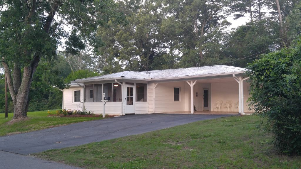 Baker 39 s chapel cottage newly renovated country collage - Guntersville public swimming pool ...