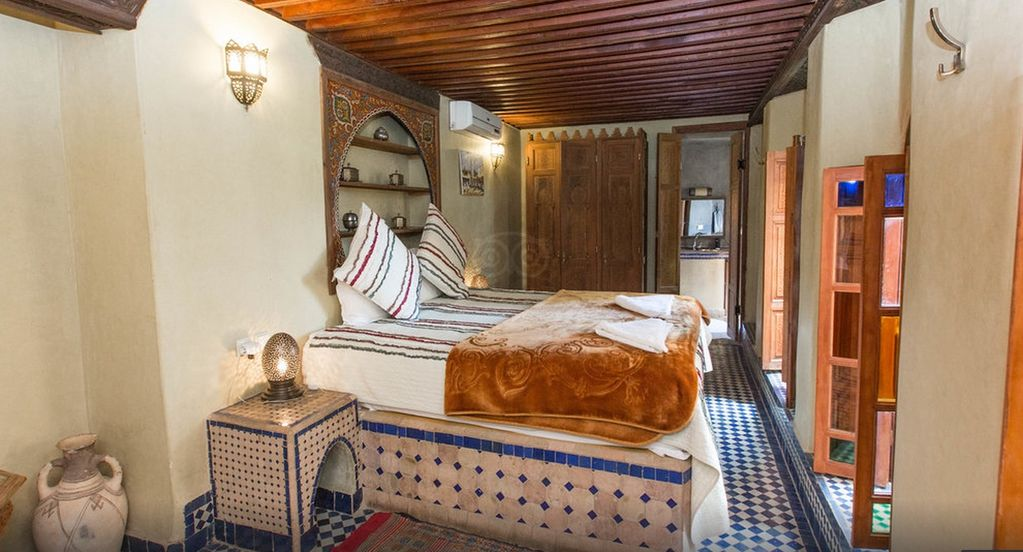 Chambre Lit King Size Riad Layalina Fes : Piscine, Vue 360 ...