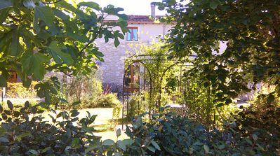Photo for Comfortable and well equipped cottage in lovely grounds, 5 minutes from Bergerac