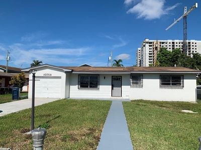Photo for SweetWater Spacious House near FIU/DORAL/DOLPHIN MALL
