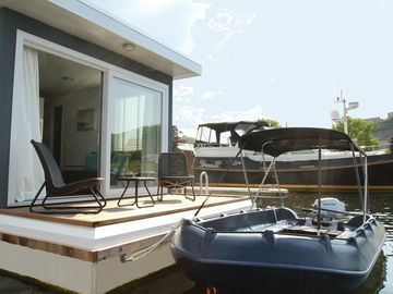 Private island: rest on the water near the bustling center of Maastricht
