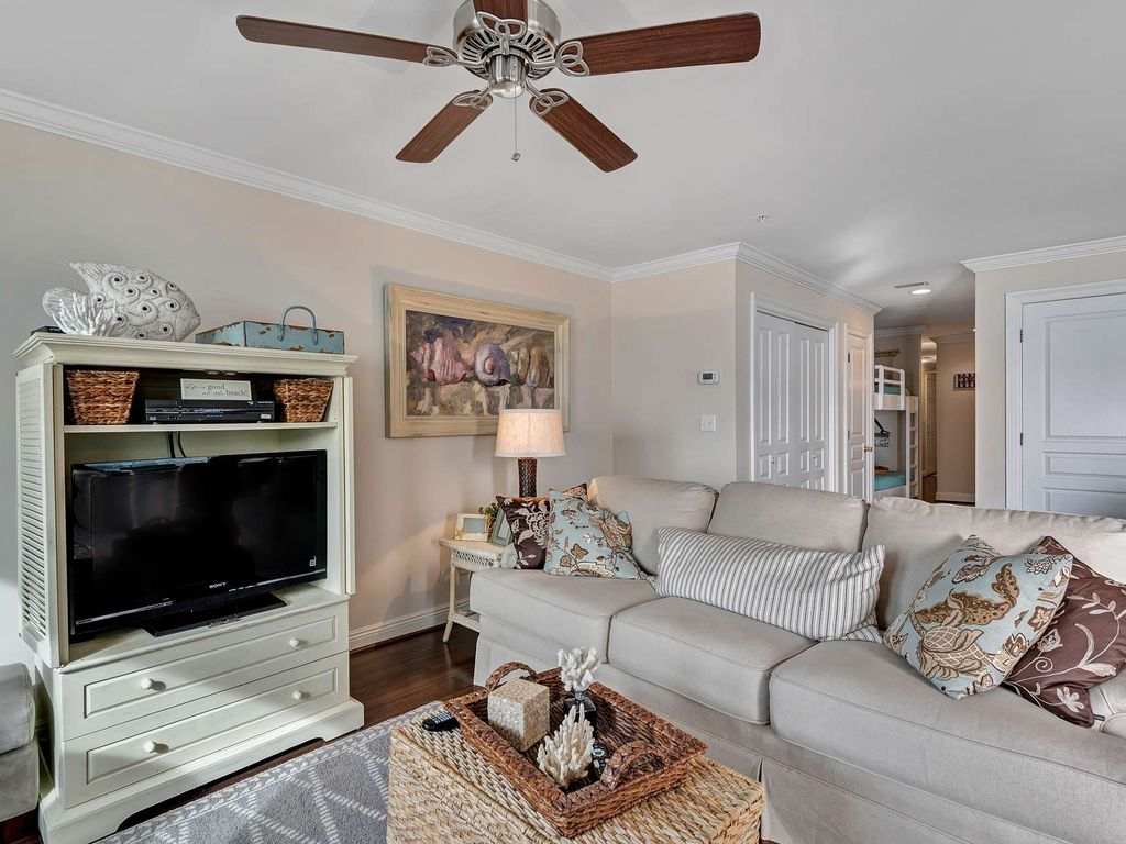 Beach Front Condo with gorgeous Gulf Views!  Sleeps 6 large image 16