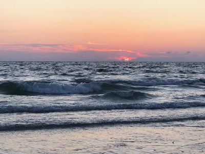Surf's Up at this Beachcomber's Retreat!!! Beaches & Stunning Sunsets Await You!