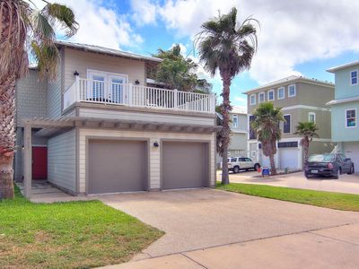 Photo for Spacious 3 bed/3.5 bath! In town! Community Pool! Only 50 Feet from the beach