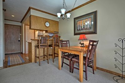 This quaint condo offers 4 lucky guests everything they need for a Utah trip.