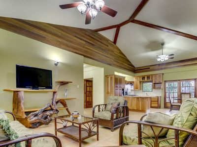 New, modern home with a balcony & great neighborhood - perfect for day trips!