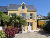 Well located, pleasant house near the Donville beach and Granville old city and port