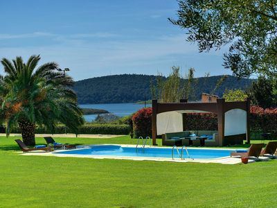 Photo for This 4-bedroom villa for up to 8 guests is located in Medulin and has a private swimming pool, air-c