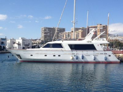 Photo for Luxury Yacht Motor in Port Forum