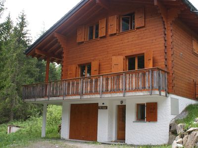 Photo for Cozy and well-appointed cottage on the edge of a small brook in Champex-Lac