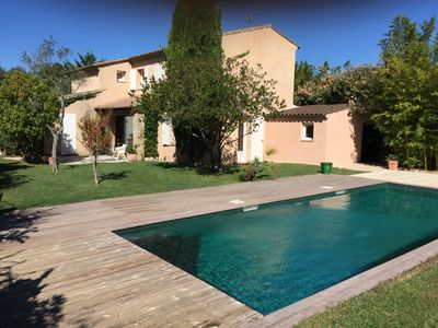 Photo for House with pool in the village of Eguilles